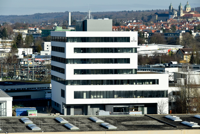 A new 8,500-sq.m. (91,500-sq.-ft.), six-story building at Vetter's Schuetzenstrasse site in Ravensburg contains non-cGMP laboratories for development support, lab space for microbiological analysis, offices for Vetter Development Service and IT, and a data processing center.