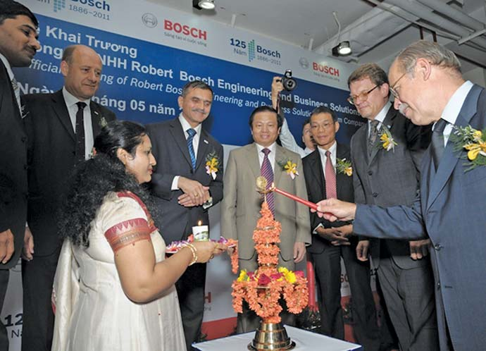 Bosch officials observe the official opening of the company's software center in Vietnam.