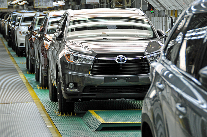 New Toyota Highlander SUVs Roll Off The Assembly Line At Toyota Motor  Manufacturing Indiana In Princeton, Where The Japanese Automaker Has  Committed To ...
