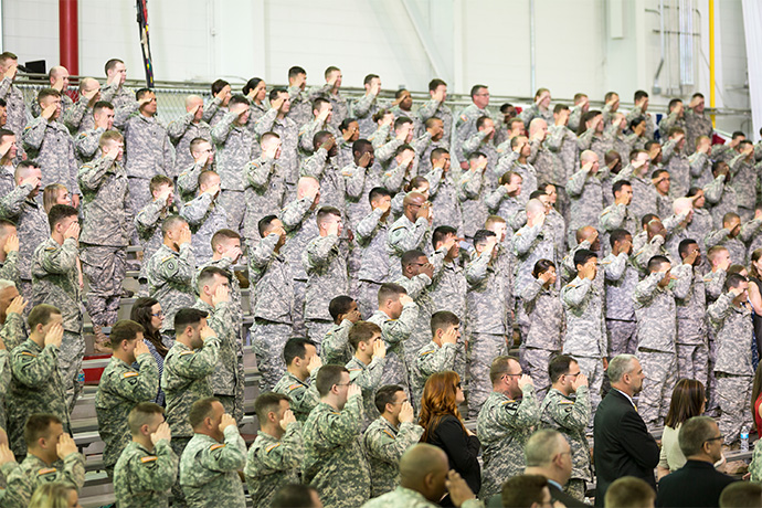 Fort-Campbell-soldiers-saluting