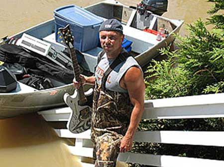 Nashville Area Chamber President and CEO Ralph Schulz credits Mayor Karl Dean with the decision to allow residents to use their own boats in rescue and recovery efforts. Here, country musician Kenny Chesney was able to put his boat to use in rescuing important equipment.